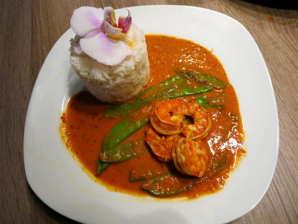 Rotes Curry mit Garnelen und Reis